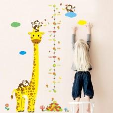 Giraf met fraai vormgegeven groeimeter